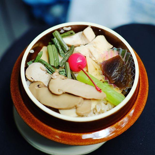 今日はHANDさんとスキカモバスツアーで岐阜の加茂エリアにやって来たよ。美濃太田の釜飯でお昼ごはん。うまい! (Instagram)