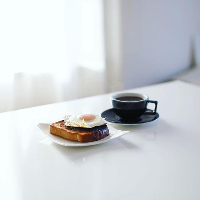 グッドモーニング目玉焼きトースト&コーヒー。うまい! (Instagram)
