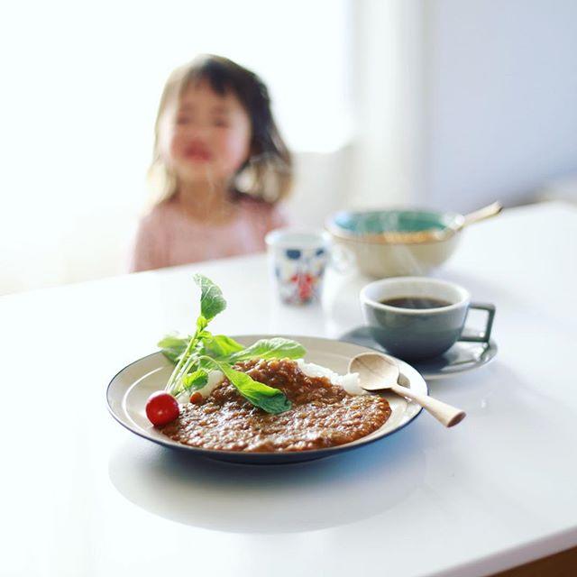 グッドモーニングカレー&コーヒー。バーミックスで材料ガーッとやった野菜満載の手抜きカレー。うまい! (Instagram)