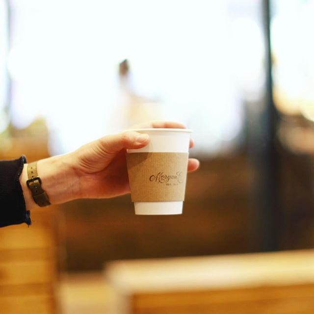 Morgan Coffeeでコーヒー休憩。子供がお昼寝したのでのんびり読書。うまい!#オニマガ名古屋散歩 (Instagram)