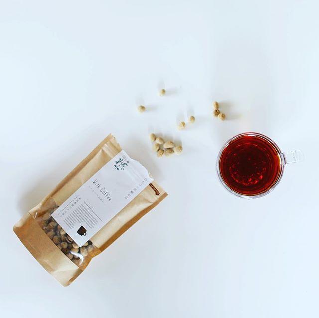 グッドモーニング萩原農園の大豆菓子 白大豆の黒糖がけ&コーヒー。今朝は2度寝してスッキリ。うまい! (Instagram)