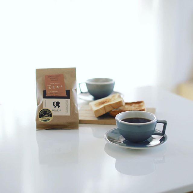 グッドモーニングコーヒー&トースト。今日からコーヒー豆は #golpiecoffee のブラジル COE ♯4 カラコールナチュラル。うまい! (Instagram)