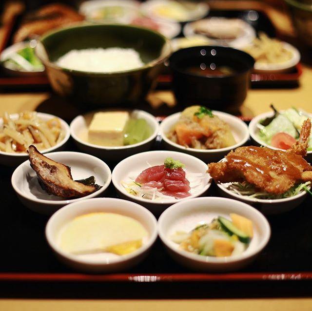 大須の万松にランチしに来たよ。彩鉢御膳。うまい!#オニマガ名古屋散歩 (Instagram)