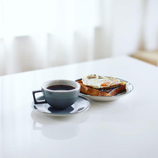 フルールドゥリュクスの食パンで目玉焼きトースト&グッドモーニングコーヒー。上前津にもお店ができて近くなったので嬉しい。うまい! (Instagram)