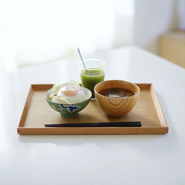 グッドモーニング目玉焼きのせキャベツの炊き込みご飯&大根とわかめのお味噌汁。うまい!今日は昼から東京写真部! (Instagram)