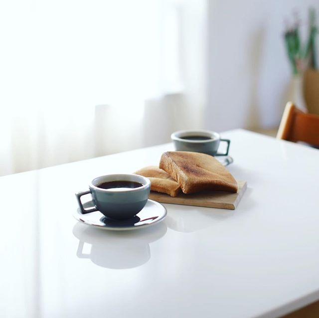 フルールドゥリュクスの耳だけトーストでグッドモーニングコーヒー。うまい! (Instagram)