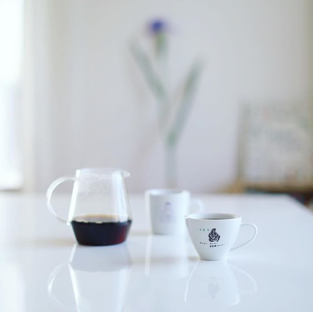グッドモーニングコーヒー。ハナショウブだかアヤメだかカキツバタだかなんだか分からない花が咲いた。うまい! (Instagram)