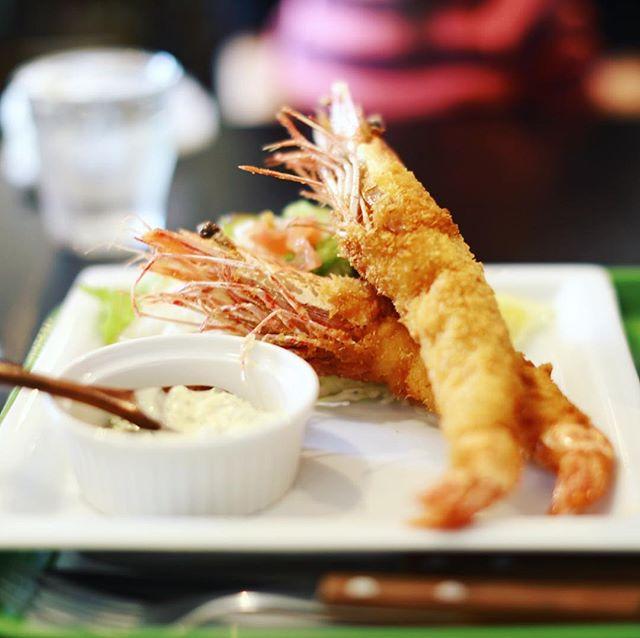 東別院のパーラーペコペコにランチしに来たよ。大海老フライ定食。うまい!#オニマガ名古屋散歩 (Instagram)