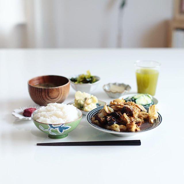 今日のお昼ごはんは、キャベツと茄子の味噌煮、小松菜のおひたし、クレソンポテトサラダ、きゅうりの塩麹漬け、ゆずたくあん、梅干し、なめこのお味噌汁、白米。うまい! (Instagram)