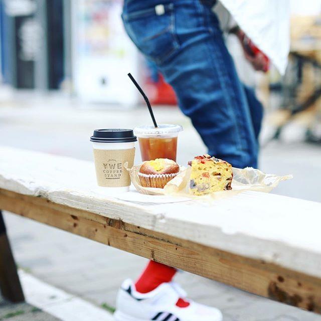 Maison YWE COFFEE STANDにモーニングしに来たよ。今日は #アメリカンプレス のコーヒーが飲めるスペシャル。野菜のケークサレ&デコポンとオールスパイスのマフィンでグッドモーニングコーヒー。うまい!#オニマガ名古屋散歩-#maisonywe #americanpress #YWE (Instagram)