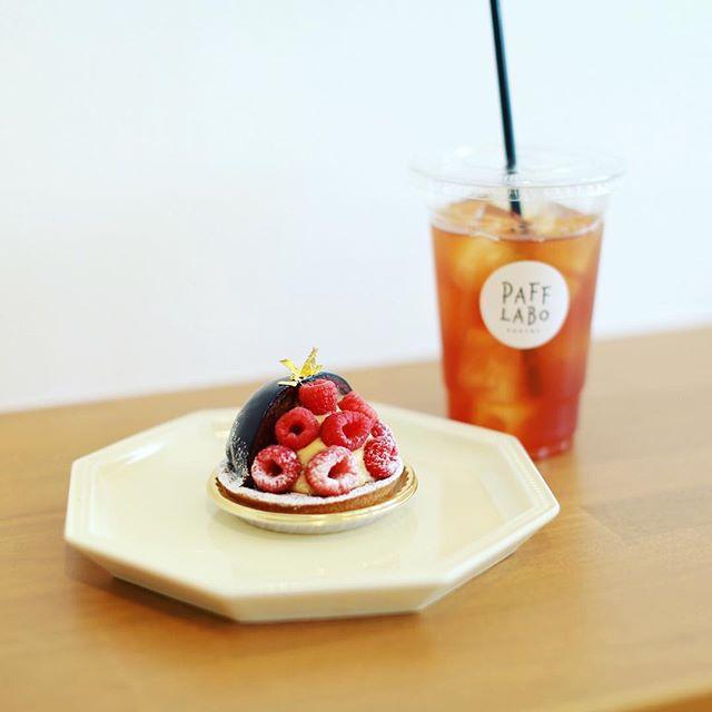 丸の内のタルト屋さんPAFF LABOにおやつ食べに来たよ。生チョコフランボワーズ。うまい!#オニマガ名古屋散歩-#pafflabo (Instagram)