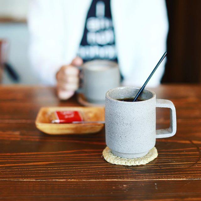 3RD CERAMICSの工房をちょっと見学させてもらって、近くのLOTUS LABOでアイスコーヒー休憩。マグカップは3RD CERAMICS製。氷がカランコロンと風鈴並みにいい音がするなぁ。うまい!#オニマガ岐阜散歩 (Instagram)