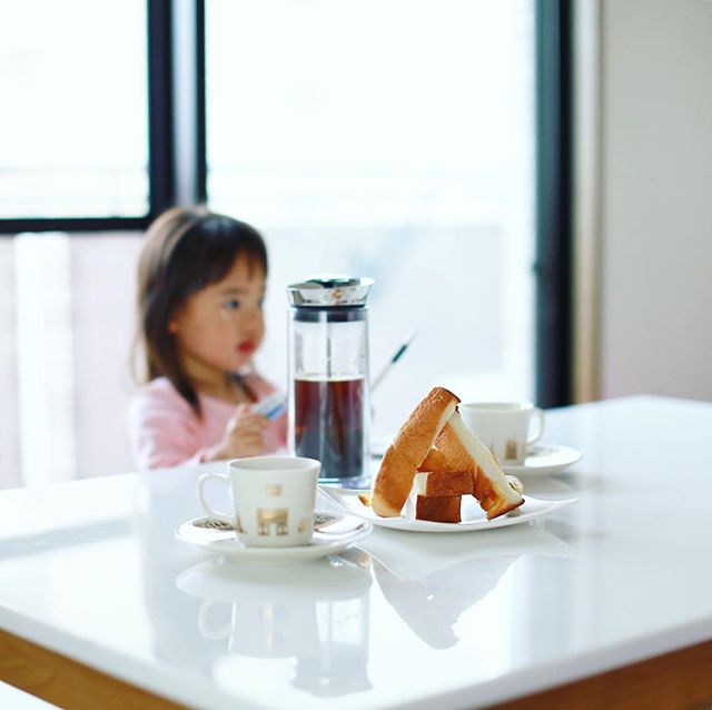 フルールマスカットレーズンのスティック食パンでグッドモーニングコーヒー。うまい!-#fleurdeluxe #フルールドゥリュクス #アメリカンプレス #americanpresscoffee (Instagram)