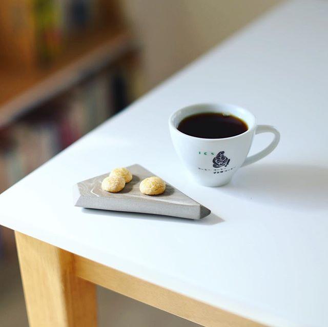 グッドモーニングコーヒー&たまごボーロ。奥様が夜なべしてたまごボーロ作っておいてくれた。うまい! (Instagram)