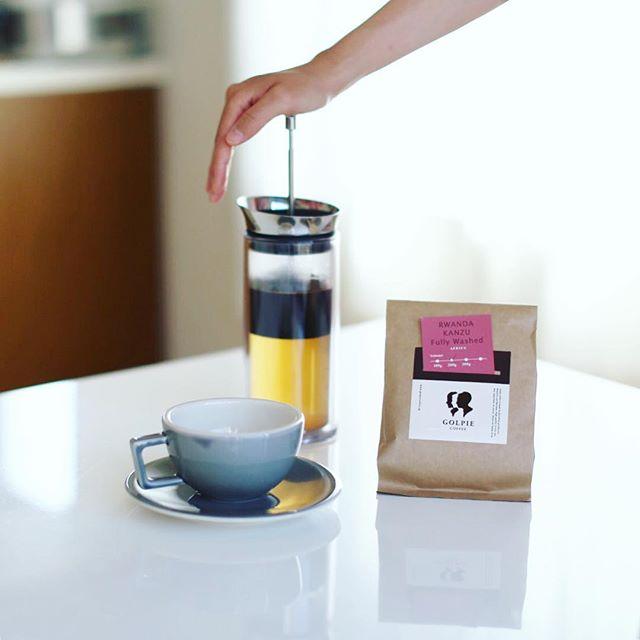 グッドモーニングアメリカンプレスコーヒー。今日から豆は #ゴルピーコーヒー のルワンダカンズ。うまい!#americanpresscoffee #golpiecoffee (Instagram)