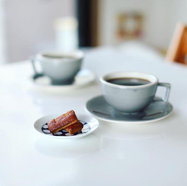 京都土産に買って来た #大阪屋こうじ店 の甘酒フィナンシェでグッドモーニングコーヒー。うまい! (Instagram)