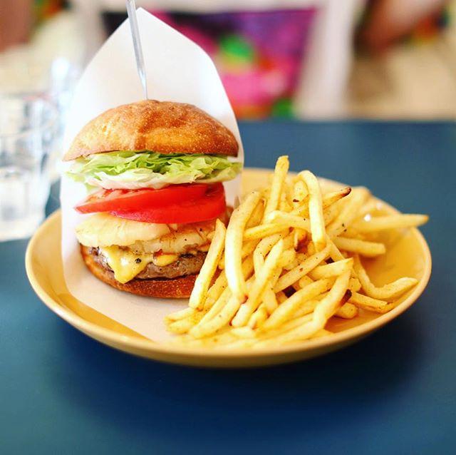 今日のお昼ごはんは、#kakuozanlarder でハワイアンチーズハーガー。うまい!#オニマガ名古屋散歩 (Instagram)