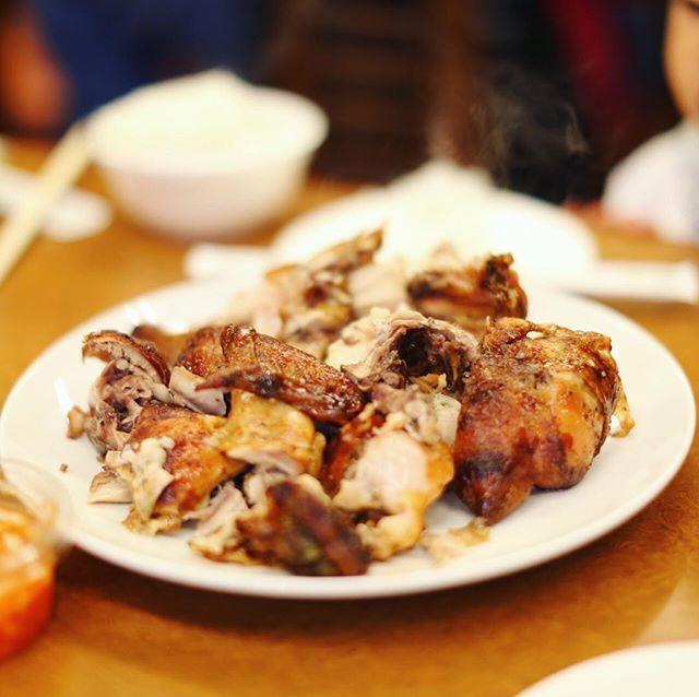 大須のオッソブラジルにお昼ごはん食べに来たよ。鶏の丸焼き&ライス。うまい!#オニマガ名古屋散歩 (Instagram)