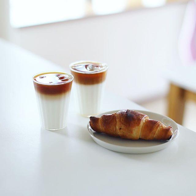 グッドモーニングアイスメープルカフェオレ&チョコクロワッサン。うまい! (Instagram)