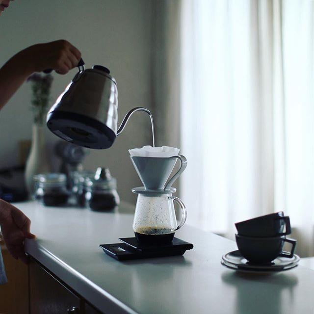グッドモーニングコーヒー。コーヒーはやっぱり人に淹れてもらう方が美味しいね。今日は #フラワードリッパー 。うまい!#FLOWERDRIPPER #pitchii #hariobuono (Instagram)