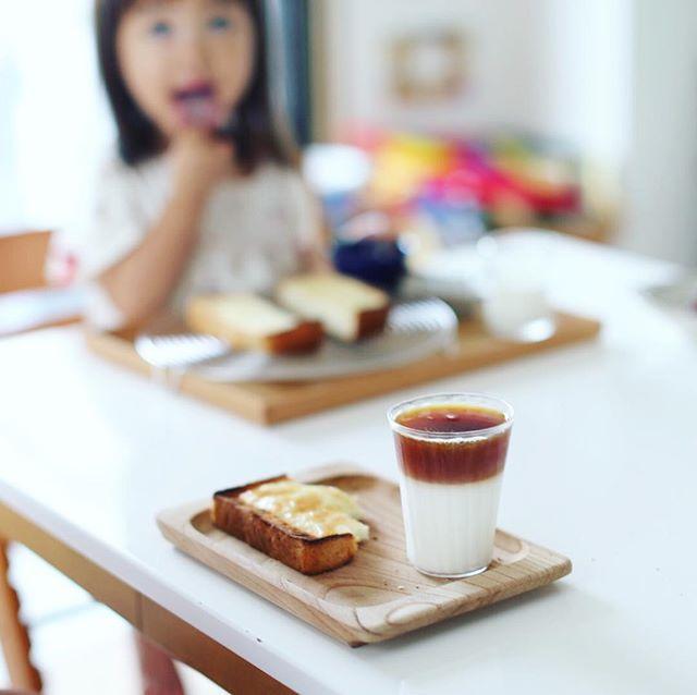 NHKラジオの #夏休み子ども科学電話相談 を聞きなながらグッドモーニングアイスカフェオレ。子どもの質問はおもろいね。うまい! (Instagram)