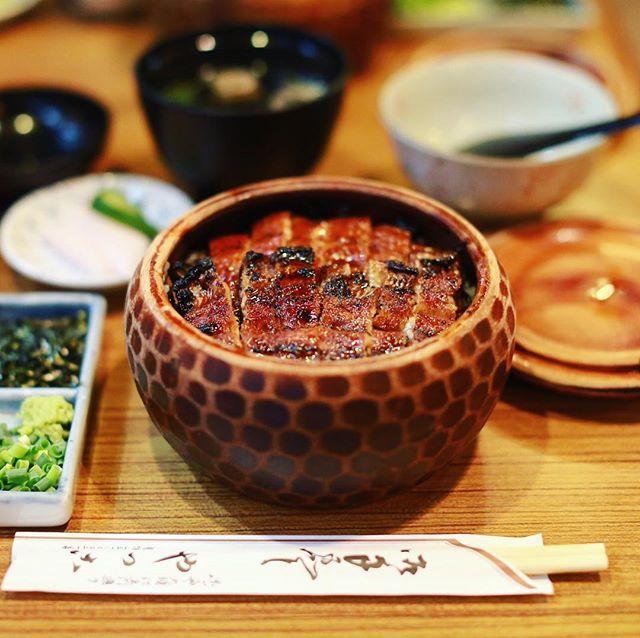 友人が名古屋へ遊びに来たので名古屋案内。大須のやっこにうなぎ食べに来たよ。ザ、ひつまぶし。うまい!#オニマガ名古屋散歩 (Instagram)