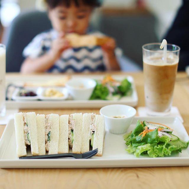今日は朝から中川区をサイクリング。松葉公園の横のSunny Funny Coffee.にモーニングしに来たよ。サンドイッチ&アイスカフェラテ。うまい!#オニマガ名古屋散歩 (Instagram)