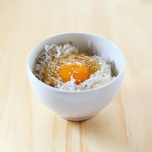 グッドモーニング釜揚げしらす卵かけご飯。うまい! (Instagram)