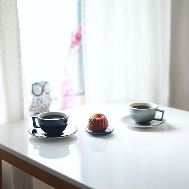 #kouge のクグロフでグッドモーニングコーヒー。きのう #大名古屋ビルヂング の #名駅パンマーケット で買ってきたやつ。うまい! (Instagram)