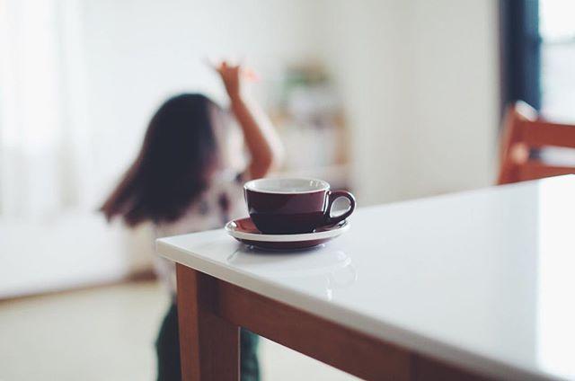 #goodmorningcoffee & #dancingtoddler 今日からカップ&ソーサーが新しくなった。うまい! (Instagram)