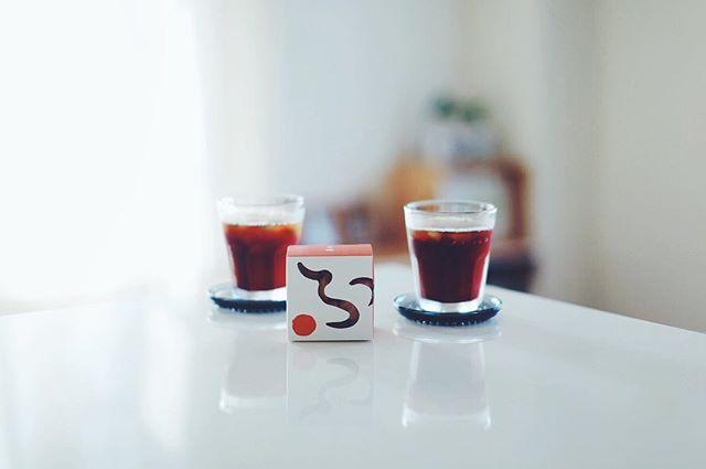 お土産にもらった加賀麩不室屋のおやつ麩でグッドモーニングアイスコーヒー。うまい! (Instagram)