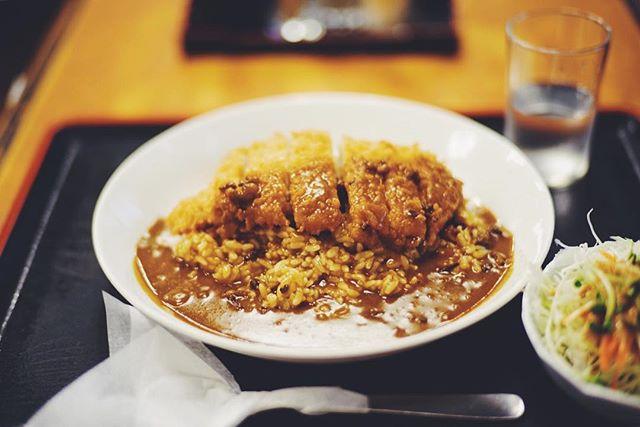 大須の互楽亭にカツカレー食べに来たよ。うまい! (Instagram)