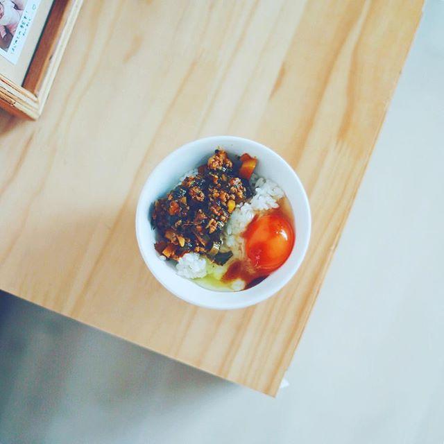 キーマカレー卵かけご飯withトリイソースのカレー専用スパイスソースでグッドモーニング。うまい! (Instagram)