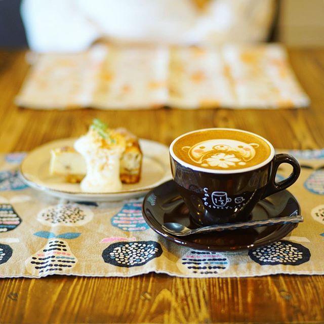 #カフェイチトニブンノイチ でおやつ休憩。ざくざくナッツのチーズケーキ&カプチーノ。うまい!#オニマガ名古屋散歩 (Instagram)