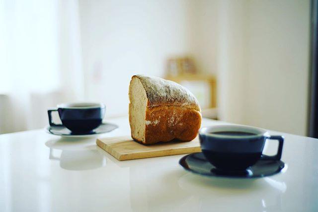 La vie a la Campagne ラヴィアラカンパーニュ のロシアの黒パンでグッドモーニングコーヒー。名古屋三越栄で買えるようになった。うまい! (Instagram)