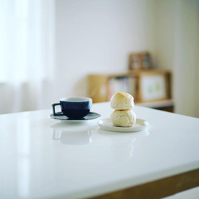 昨日よいことパン八事日赤店で買ってきた、よいまるパンでグッドモーニングコーヒー。うまい! (Instagram)