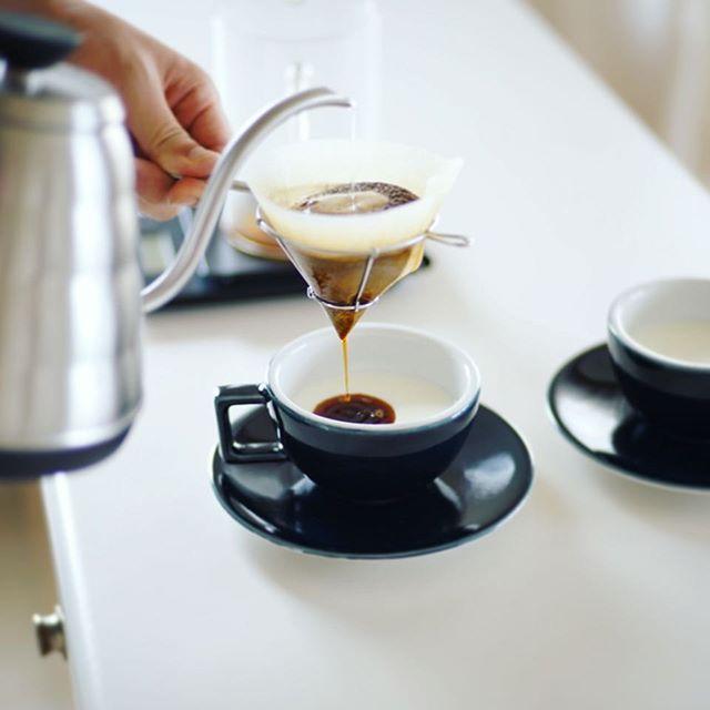 グッドモーニングカフェオレ。今日の朝は光も涼しさも秋っぽい。うまい! (Instagram)