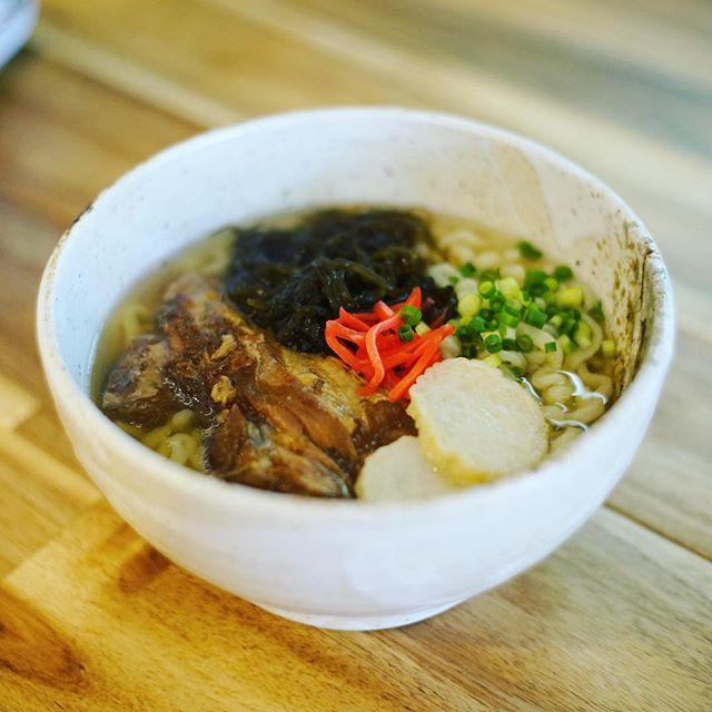 車道にオープンした #沖縄そばの店マドカ にソーキそば食べに来たよ。うまい!#オニマガ名古屋散歩 #オニマガ車道散歩 (Instagram)