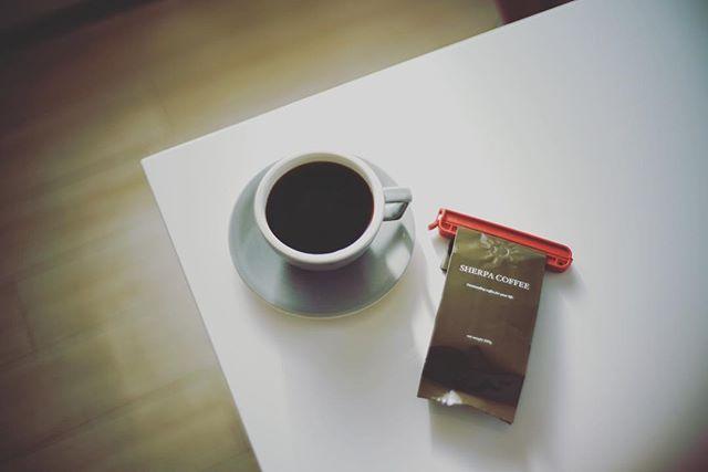 グッドモーニングコーヒー。今週の豆はお初になります岐阜のSHERPA COFFEE。いろんなコーヒー屋さんの豆を取り寄せてみる月間。うまい! (Instagram)