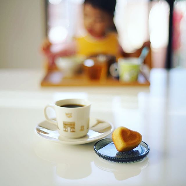 ロータスバゲットのハートマドレーヌでグッドモーニングコーヒー。うまい! (Instagram)