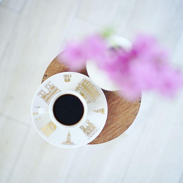 グッドモーニングコーヒー。20gの豆にお湯を320ml注ぐつもりが360ml注いじゃって、ありゃ間違えたーと思ったけど飲んだら美味しかったので良い朝。うまい! (Instagram)