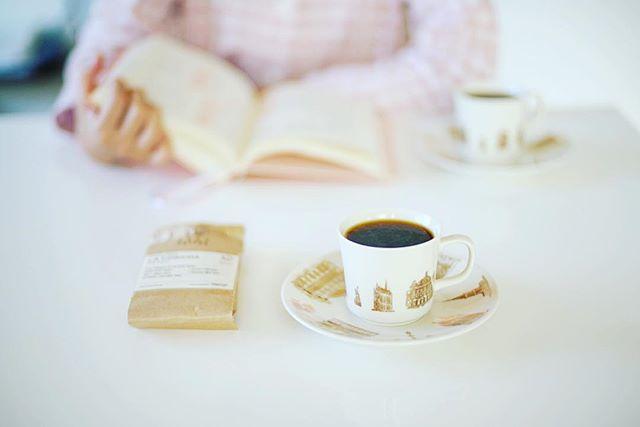 グッドモーニングコーヒー。子供が起きてこないので読書しながら作戦会議。今週の豆は久々にNOZY COFFEE。コスタリカLA CONCHA。うまい! (Instagram)