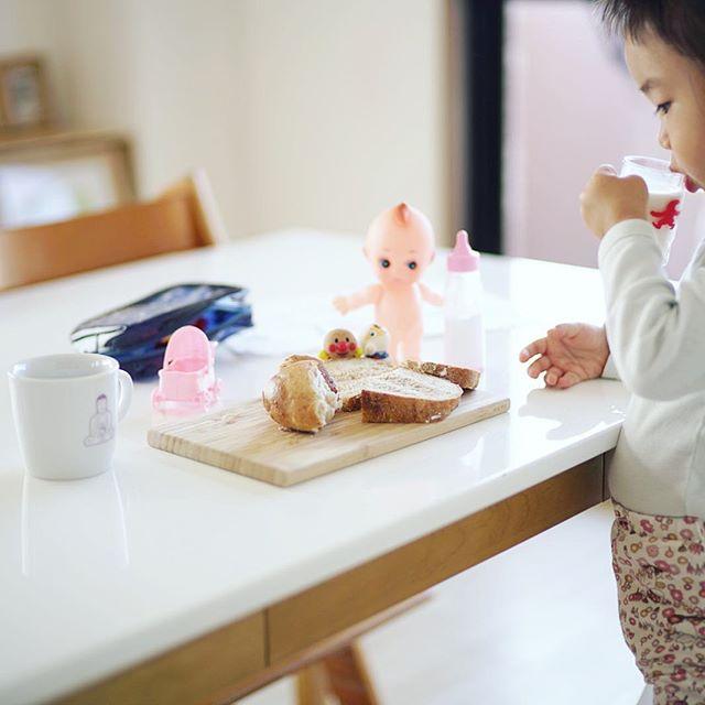 グッドモーニングにぎやかな我が子の食卓。うまい! (Instagram)
