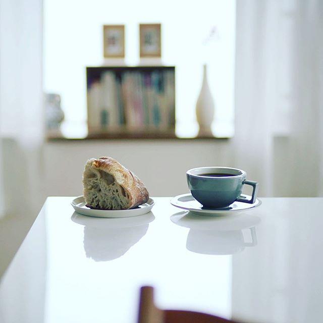 スーリープーのカントリーブレッドでグッドモーニングコーヒー。今週の豆はお初になります大阪上町珈琲のCOEニカラグア・ラスクンブレス。うまい! (Instagram)