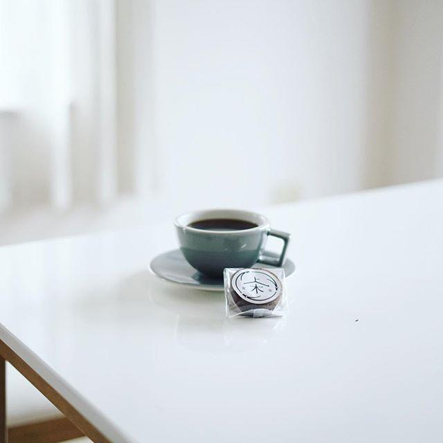 上木食堂のコーヒーフィナンシェでグッドモーニングコーヒー。昨日グローバルゲートでやってた、いなべポップアップショップで買ってきたやつ。うまい! (Instagram)