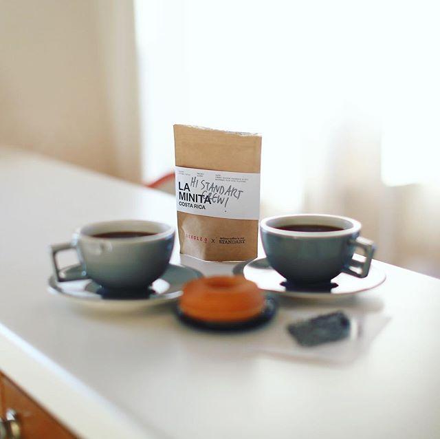 グッドモーニングコーヒー&焼きドーナッツ。今日の豆はSTANDARTのおまけについてきたSINGLE OのコスタリカLA MINITA。うまい! (Instagram)