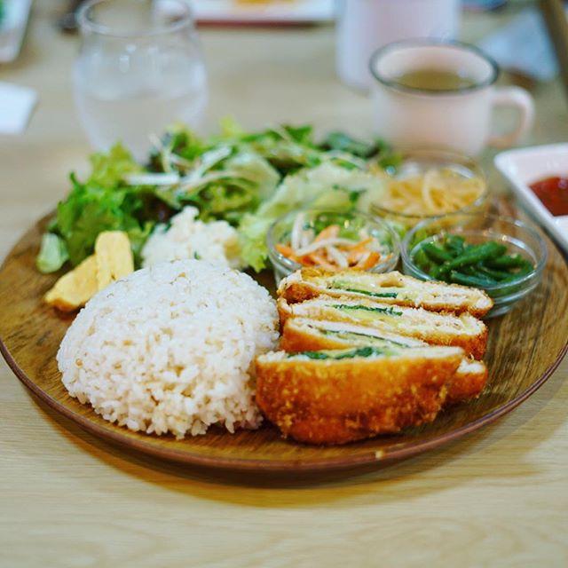 大須食堂MEEKでアボカドチーズササミフライ定食。うまい!#オニマガ名古屋散歩 #オニマガ大須散歩 (Instagram)