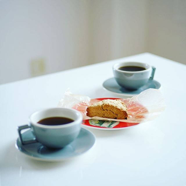 LOTTA'S BAKERYのチョコチップ米粉スコーンでグッドモーニングコーヒー。うまい! (Instagram)