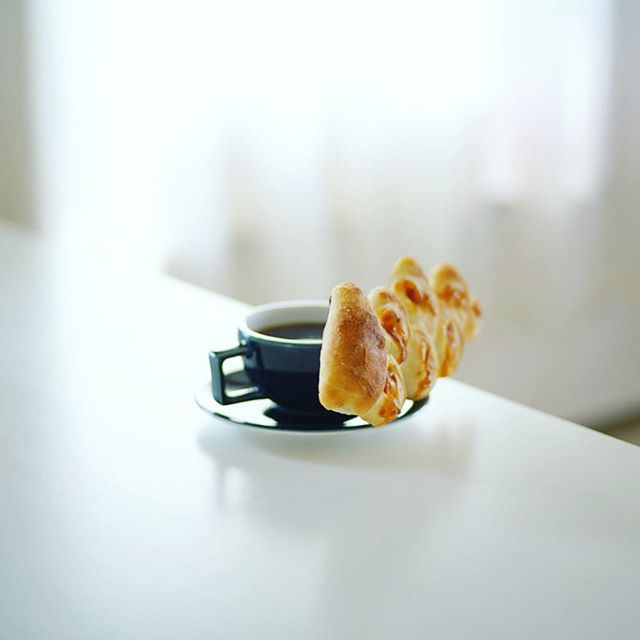 ヒルトン名古屋のパン屋さんカフェチーノのベーコンエピでグッドモーニングコーヒー。うまい! (Instagram)