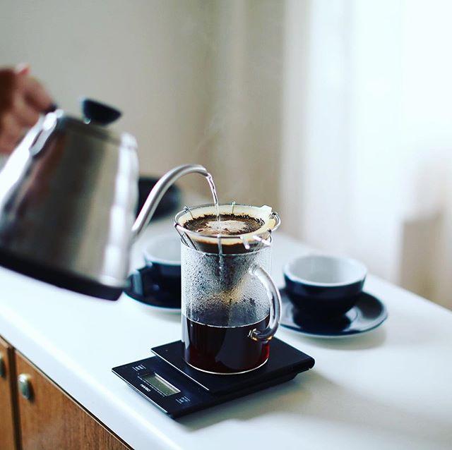 富士山ドリッパーでグッドモーニングコーヒー。最近の朝のBGMはもっぱらLeroy Anderson。毎朝運動会みたいな気分で朝ごはん。うまい! (Instagram)